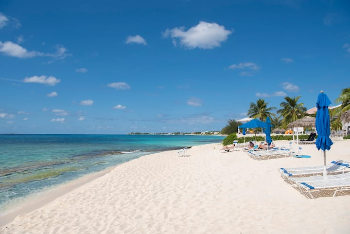 Spectacular Beachfront! 7 Mile Beach, Grand Cayman