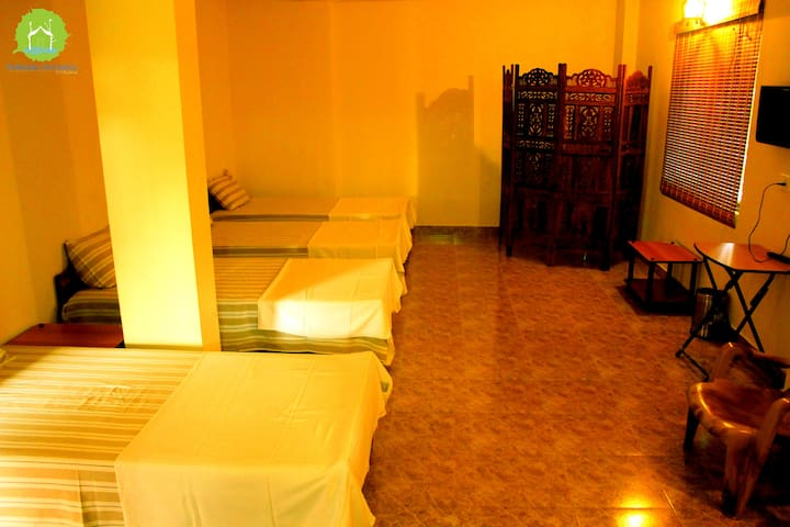 Thekkady homestay Private Economy/4 bedded room 4