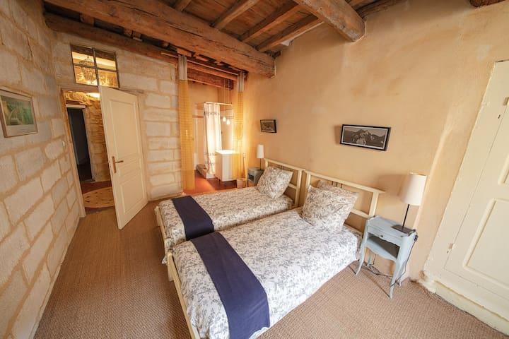 Maison des Arts -2 Single Beds with sitting area