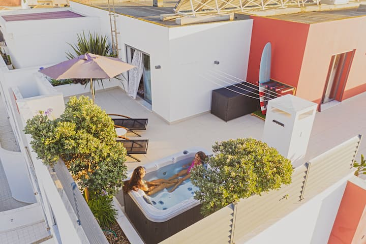 Bica1, 2 bedroom penthouse w/jacuzzi in Baleal
