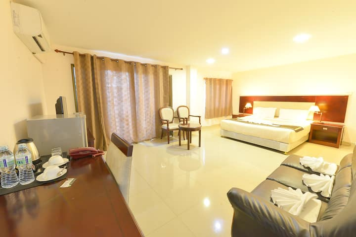 Super Big Suite /FREE Daily cleaning/Electric/WIFI