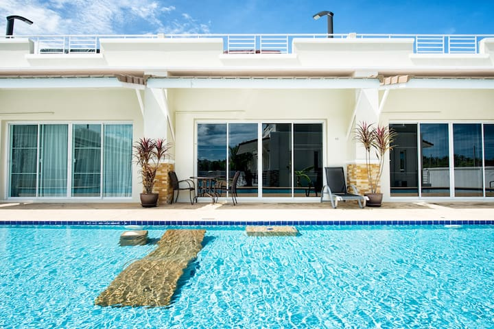 #42 Townhouse on the poolside with great views