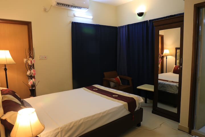 Luxury Bed Room (Near Airport) with Balcony & Bath