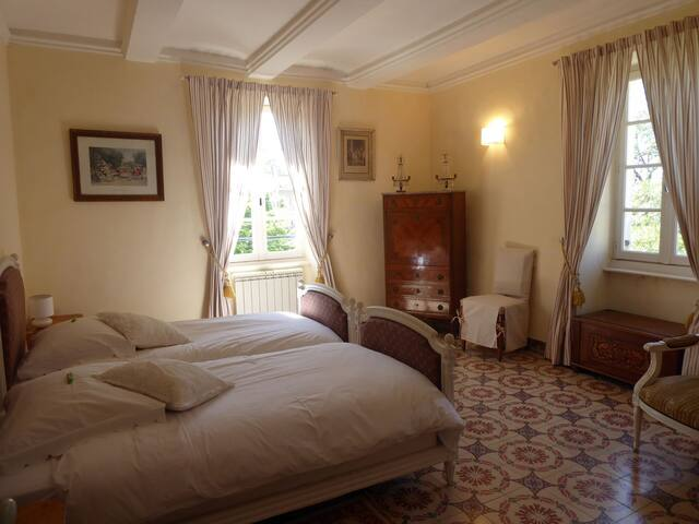 Family suite in old Mas near Uzès
