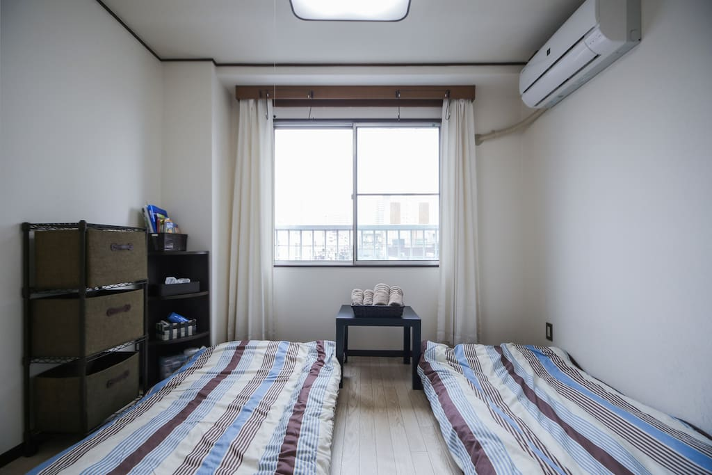 Guest room. 2 bed sets(Futon with Pad). The room on the 4th floor without elevator. 客人房间(2人用的时)。在4楼没有电梯。