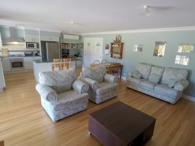 GOORA  'Happy Living Place' - Mallacoota - Hus