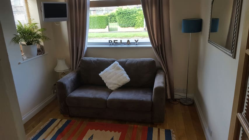 Cosy Double Room edge of LEEDS - Leeds - House