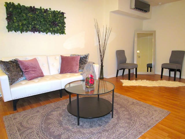 LIVE IN RITTENHOUSE SQUARE! 2BDR - Free Parking!