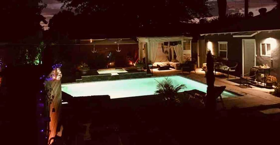 Guest house w/pool & Jacuzzi in valley glen