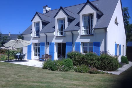Spacious house & stunning view of Le Mt-St-Michel