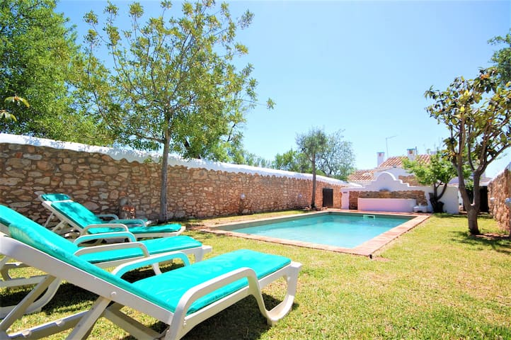 Villa Monte Algarvio - Private Pool - Sleep 8 - Air con - Free wifi