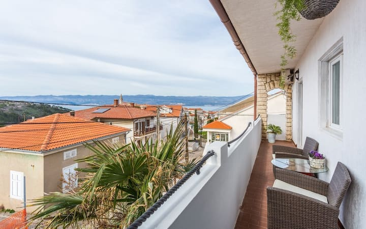apartment for 4+1 persons in Vrbnik R84711