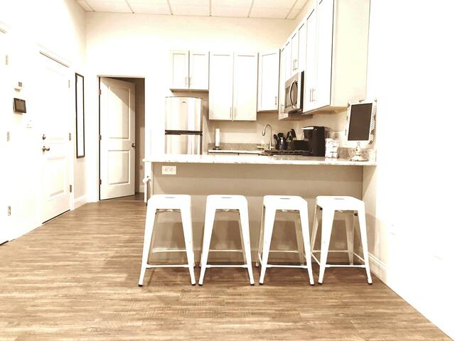NEW BEACH SIDE LOFT //  DISCOUNTED // FREE PARKING