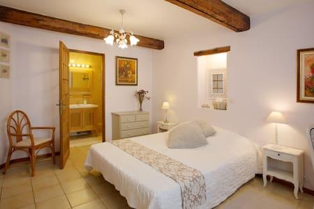 """In a typical """"village provençal"""" - La Crau - Dům"""