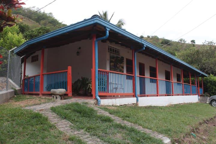 La Pradera Campestre - Andes - Hus