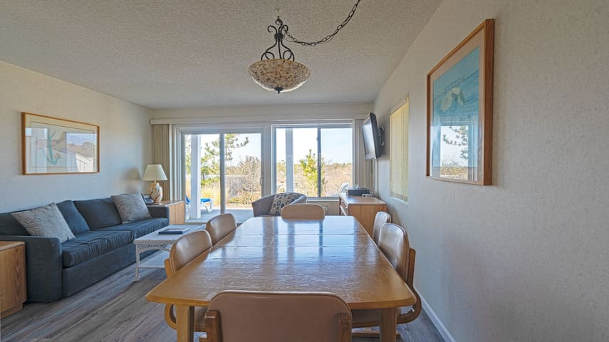 Spacious Two Bedroom Two Bathroom Oceanside Retreat