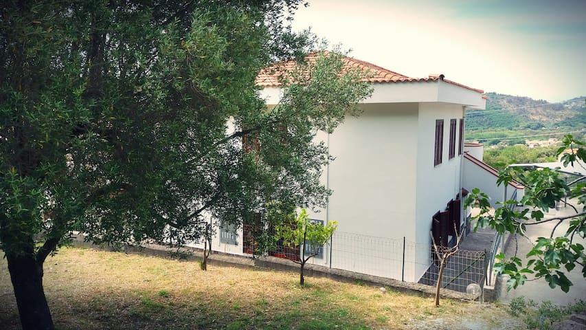 Silvy Apartment in holiday villa