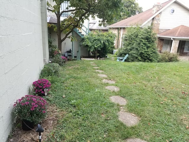 Entrance to the backyard, that lead to the upstairs apartment, Old Farmhouse in the city with a modern vibe #2