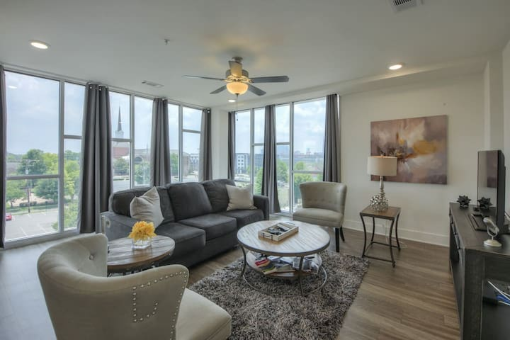 Top Floor Luxurious  Downtown Corner Condo- #400