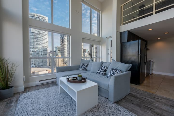 1BD condo in the heart of Downtown!