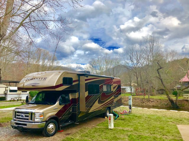 RV Glamping in Decatur,Fully stocked Forester 2018