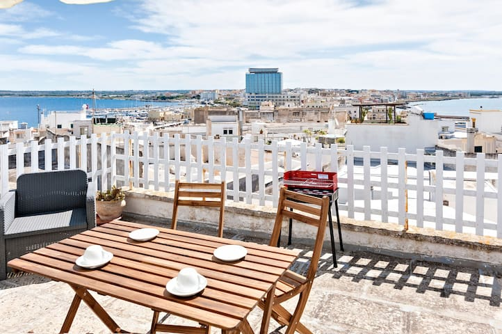 Central, Historic Apartment Near the Beach with Wi-Fi, Air Conditioning and Terrace with Sea View