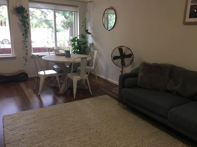 1 bedroom in the heart of Elwood