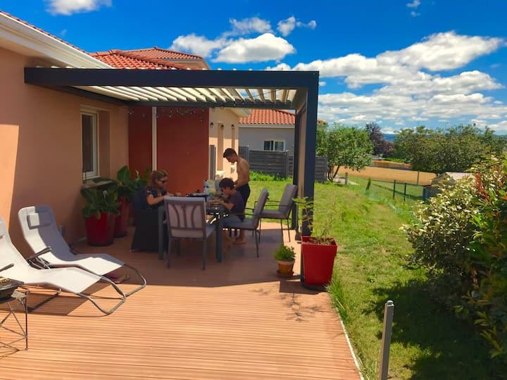 Maison avec jardin, calme pour 4 près des volcans