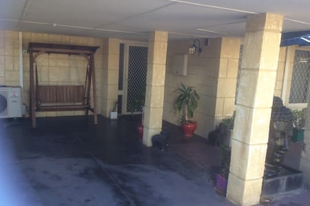 Central location  home stay in Booragoon - Booragoon - Haus