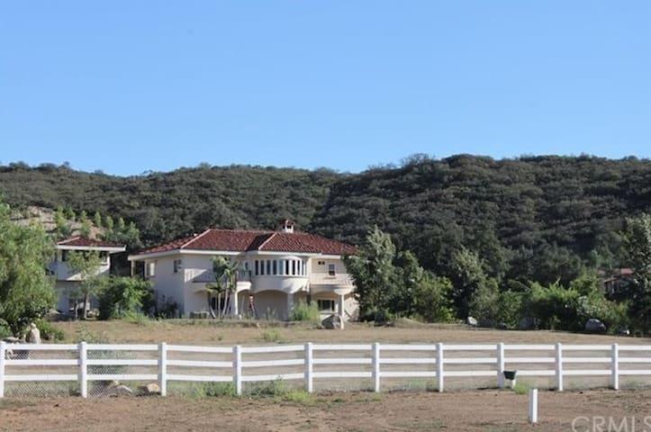 Ranch Get-Away in Murrieta (Tenaja). 3 Bedroom
