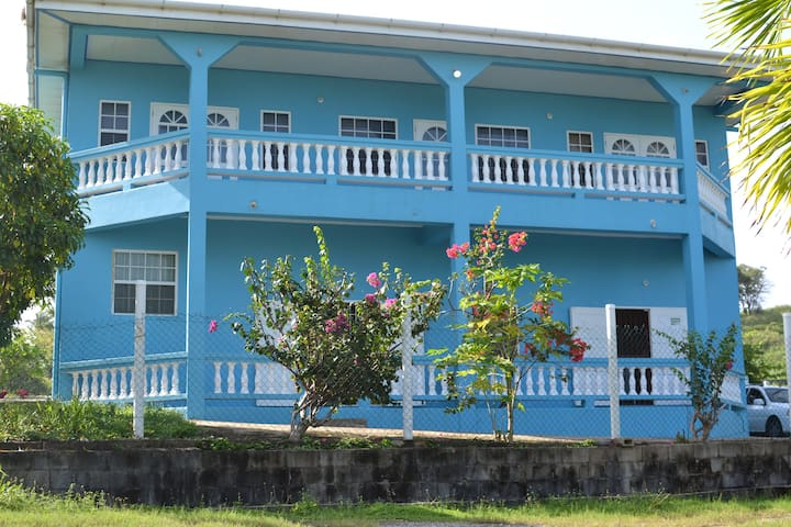 La Casa de Azul (beach front property)