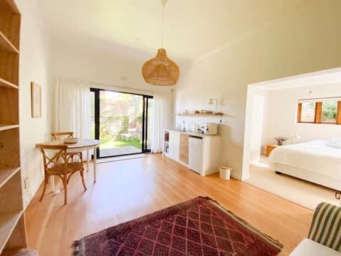 Kalk Bay Mountain Suite with Sea View & Garden