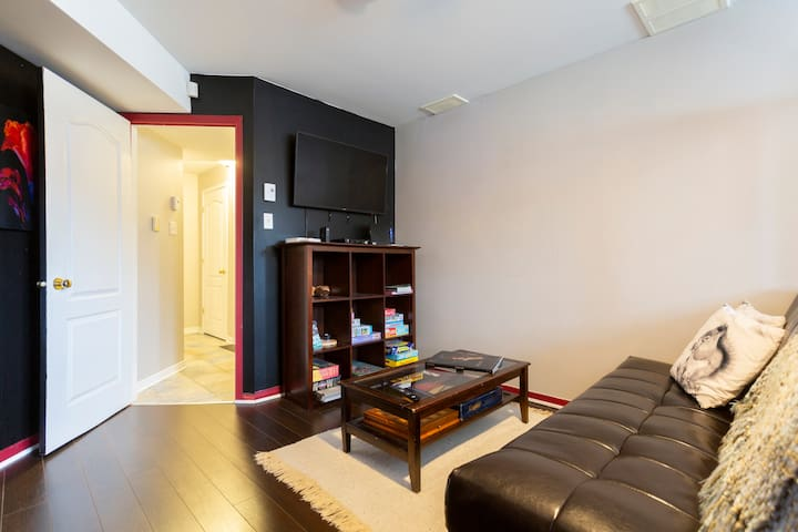 Basement Apartment (20min to Montreal Metro Syst.)