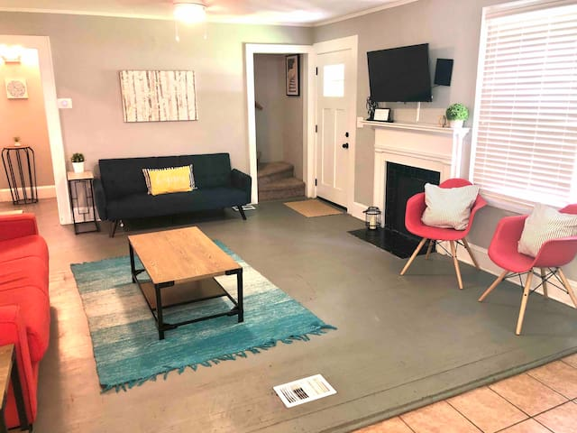 Feels Like Home! 4BR Charming Conveniently Located