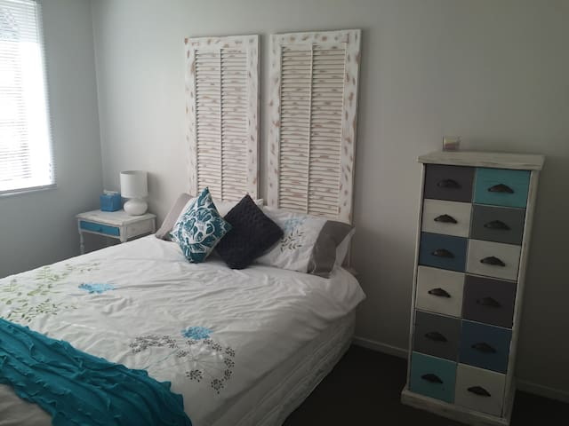 Cozy room, close to the airport - Auckland - House