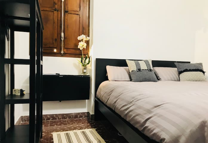 Double Room, very private in the heart of the city
