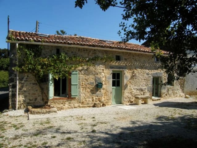 Charming Charentaise House, peaceful hamlet