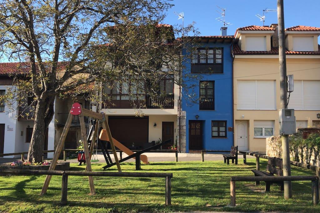 Casa con jard n en porrua de llanes casas en alquiler en for Casa jardin asturias
