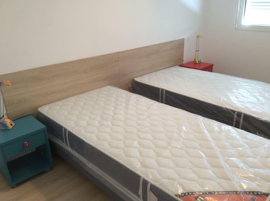 2 lits simples (90x200) pouvant être facilement reunis