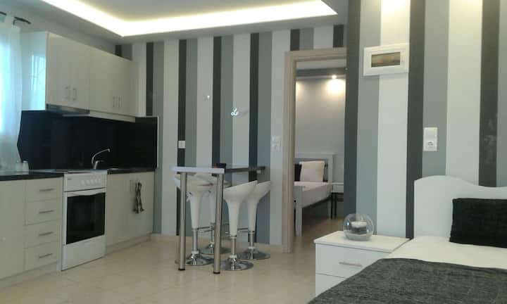 Milos:black&white apartment