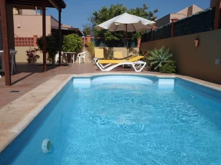 Villasummer - Luxury Villa con Piscina y Wifi