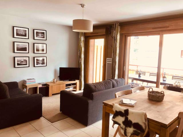 Modern 3 bedroom apartment; Abondance Valley