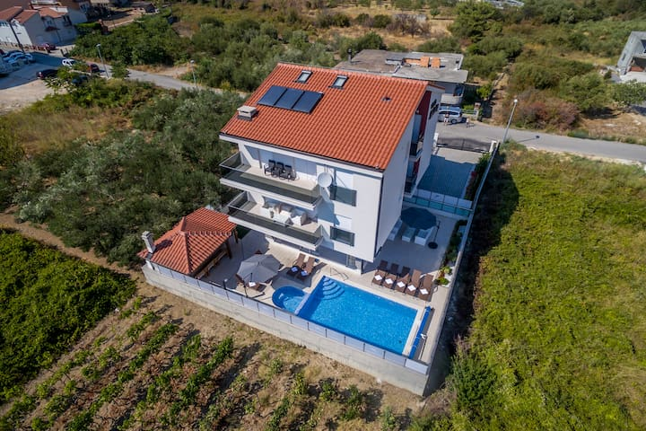 Exclusive Villa Holiday