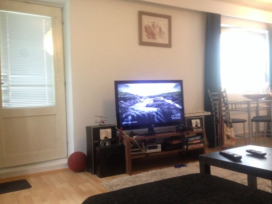 Tv cable+ chrome cast + PlayStation +board games