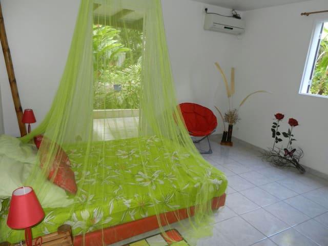 """Gîte """"A l'ombre des manguiers"""", - Bas Vent - Rumah"""