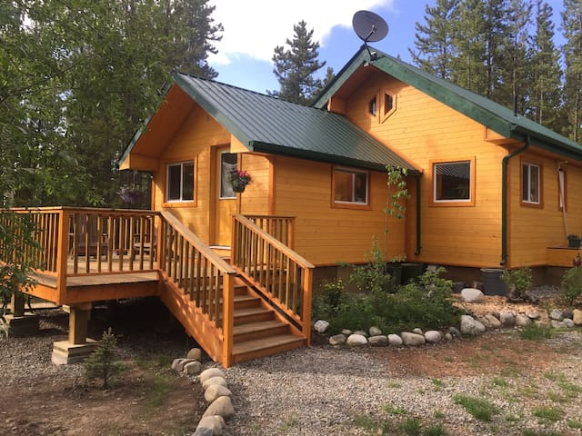 House at Hotsprings - small & cozy - Springhills - Whitehorse - House