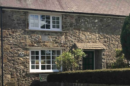 Firtree Cottage near the Pembs Coast National Park