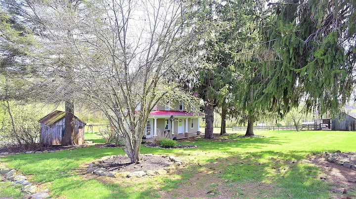 Pleasant Valley Acres Historic Farmhouse