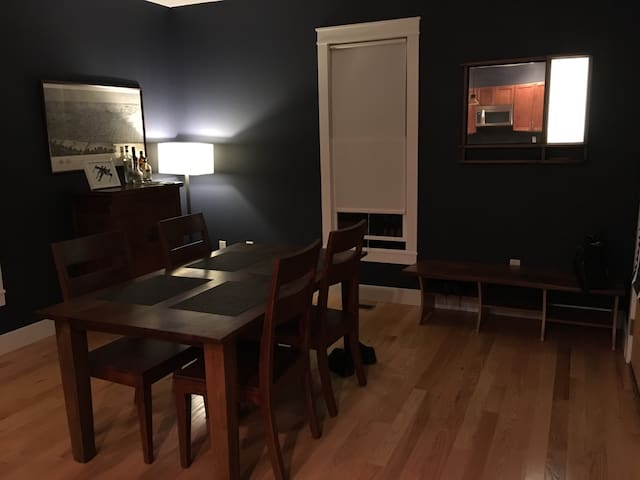 Quiet & Private Room Near Downtown - Bloomington - Huis