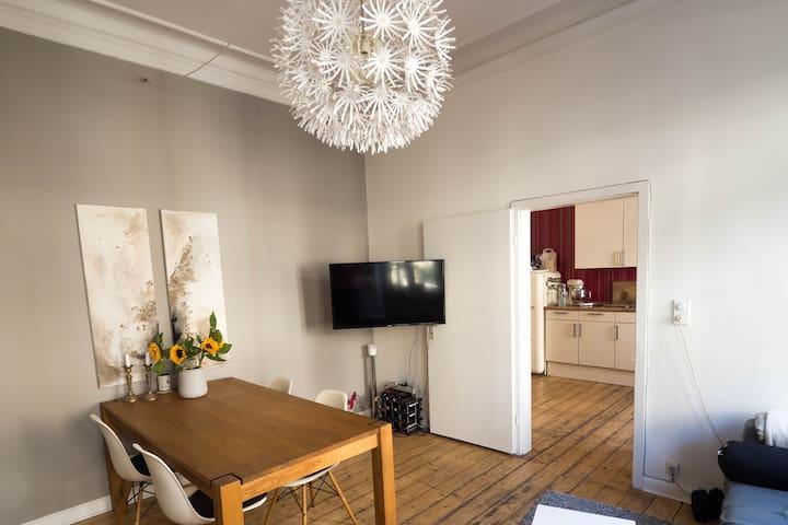 Charmante Altbau-Wohnung in der Südstadt